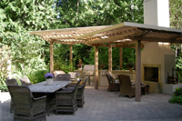 A charming patio by Nyce gardens